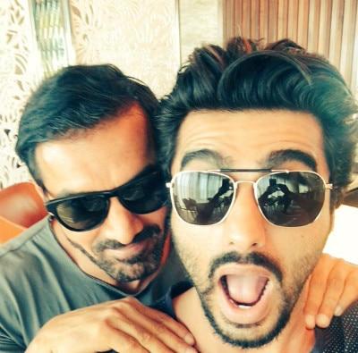 Arjun kapoor met with jahn abraham on airport posts selfie