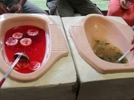 टॉयलेट में खाना खाने के लिए हो जाएं तैयार