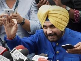 नवजोत सिंह सिद्धू ने बादल परिवार पर लगाया 2,000 करोड़ रूपए गबन करने का आरोप