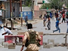 कश्मीर हिंसा: 49 दिन, 66 मौतें और 6400 करोड़ रुपये का नुकसान