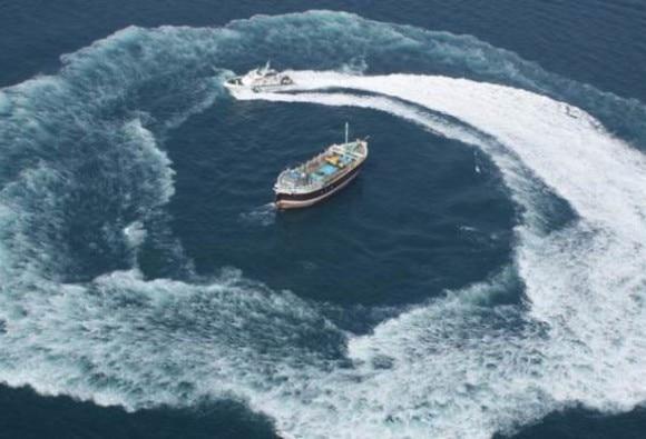 गुजरात के समंदर में पकड़ी गई पाकिस्तान की नाव