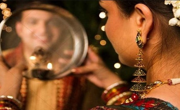 Karwa Chaut2017: Karwa Chaut, Puja Vidhi, Karwa Chaut Muhurat, Timing to see moon