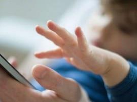 इन वजहों से बच्चे को स्मार्टफोन देने से बचें!