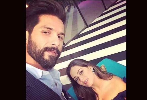 शाहिद ने मीरा के साथ इंस्टाग्राम पर पोस्ट की रोमांटिक तस्वीर