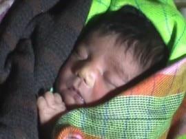 निजामुद्दीन रेलवे स्टेशन: नवजात बच्चे को ट्रेन में अनजान शख्स को देकर गायब हो गई महिला