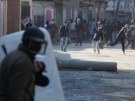 कश्मीर में फिर आतंकियों की ढाल बने 'पत्थरबाज', आज अलगाववादियों ने बुलाया बंद