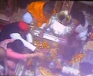 dimple akhilesh in kashi temple
