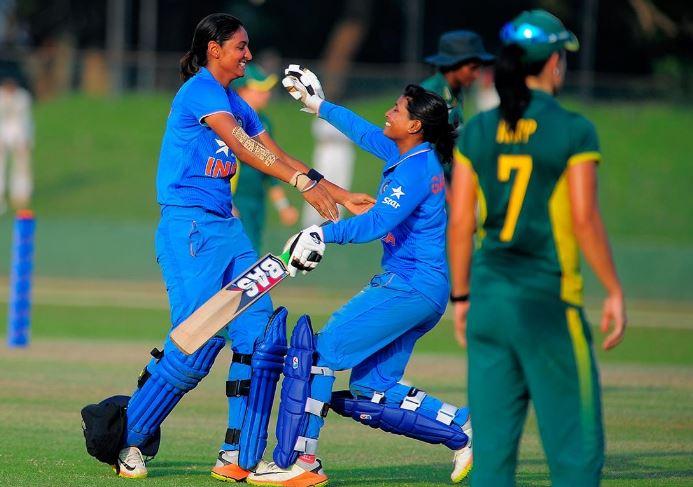 INDIAN WOMEN 01