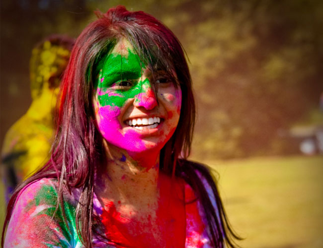 BEWARE: How to protect yourself from toxic colours on holi, here is the answer