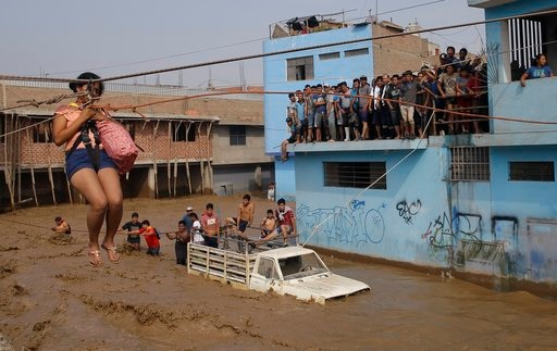 Thousand stuck in a sudden flood in Peru