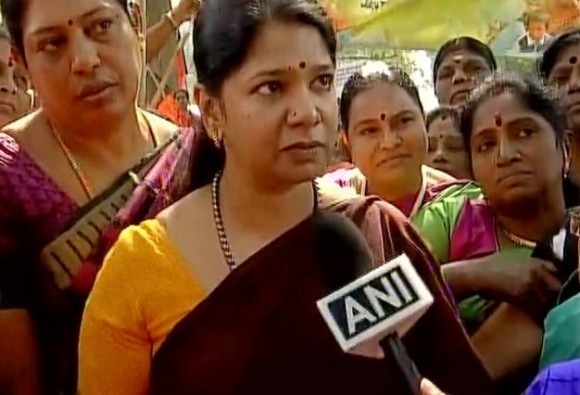 fifty percent quota should be given to women in Parliament  says Kanimozhi