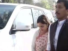 CM आदित्यनाथ योगी से मुलायम सिंह की बहू अपर्णा ने की मुलाकात, BSP विधायक भी मिले