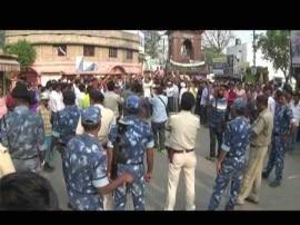 बिहार : जिंदा आदमी को किया आग के हवाले, गुस्साए लोगों ने फूंक दिया CM का पुतला