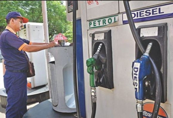 Petrol pump employees Salary will increase, they will get life insurance benefit too