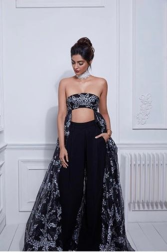 see the latest pictures and video of sonam kapoor's photo shoot