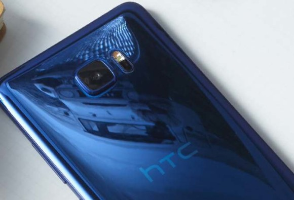 Google may buy HTC's smartphone business: Report