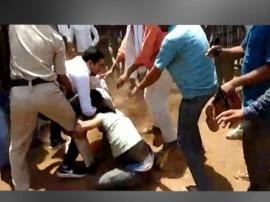 मध्यप्रदेश : गुना में बीजेपी नेता की गुंडागर्दी, पुलिसकर्मी की लात-घूंसों से पिटाई