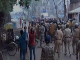 पश्चिम बंगाल के हावड़ा में TMC और BJP कार्यकर्ताओं के बीच खूनी संघर्ष, पुलिस से भी मारपीट!