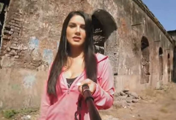Sunny Leone UC talks Cricket Special Challenge-क्रिकेट चैलेंज लेकर ये कहां फंस गई सनी लियोनी!
