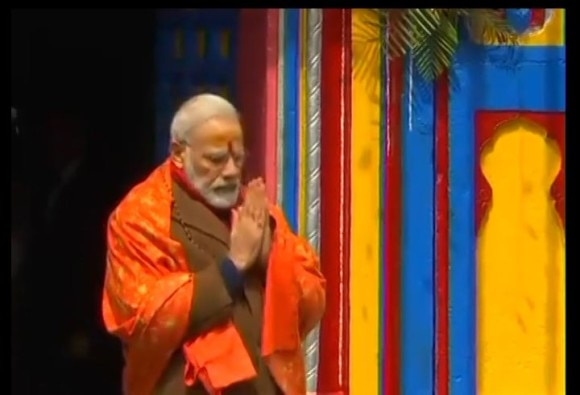 know truth of this viral photo of pm narendra modi