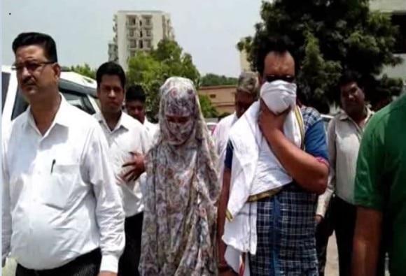 BJP कार्यकर्ता की बेटी ने SP नेता पर लगाया गैंगरेप का आरोप, बोली- कराना चाहता था धर्म परिवर्तन