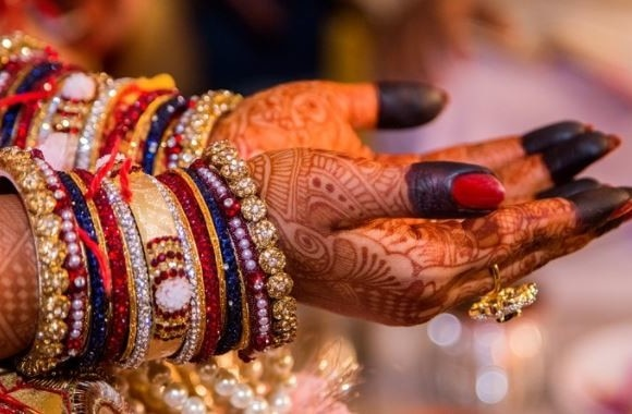 UP: bride made to strip after skin disease rumours in Mahoba district