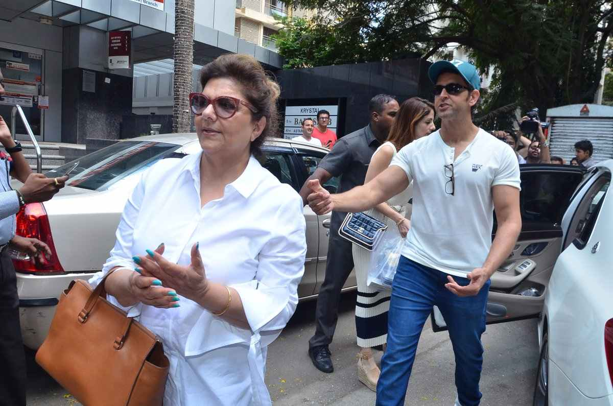 See the latest pictures of Hrithik Roshan and family