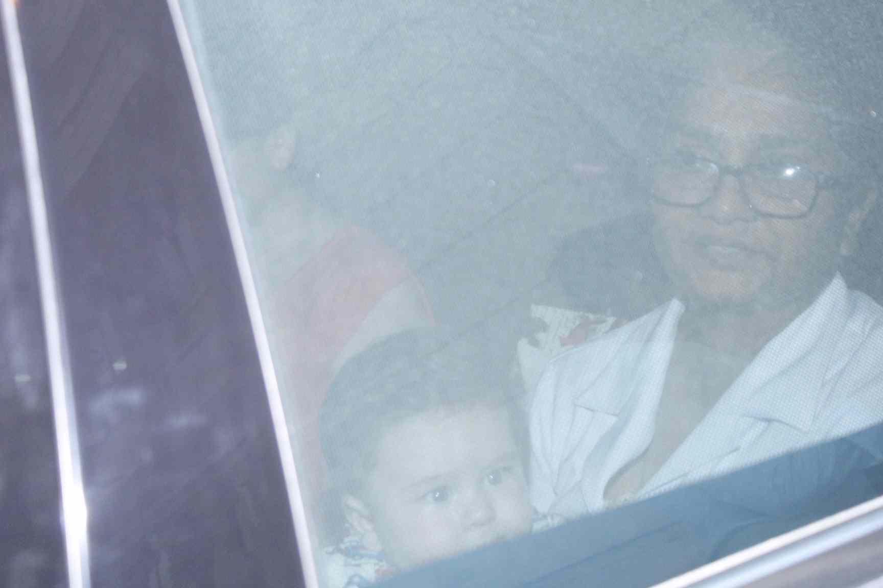 Kareena Kapoor and son Taimur snapped at amrita Arora house today evening