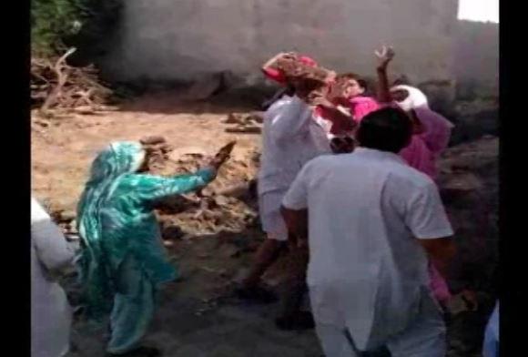 हरियाणा : विधवा महिलाओं पर 'अत्याचार', सरपंच की दबंगई का वीडियो वायरल