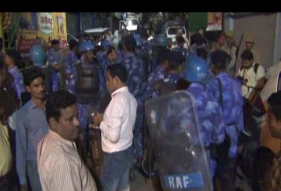 यूपी के अलीगढ़ में सांप्रदायिक तनाव, मस्जिद के गुंबद को लेकर बवाल के बाद फायरिंग
