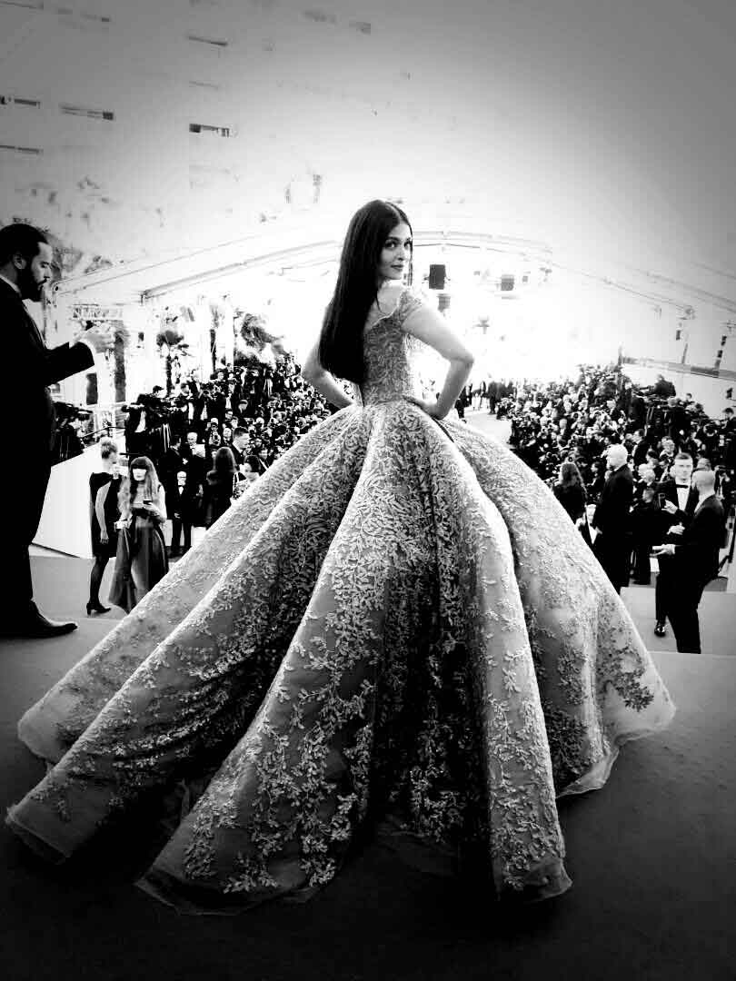 Aishwarya Rai Bachchan Looks Like a Princess Straight Out Of A Fairy Tale At Cannes 2017