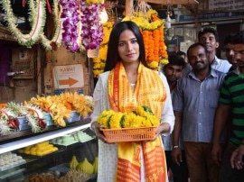 सिद्धि विनायक मंदिर पहुंची अभिनेत्री पूनम पांडे, देखें तस्वीरें