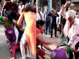 इलाहाबाद: दबंगों ने बीच सड़क पर की गरीब महिला की पिटाई, वीडियो हुआ वायरल