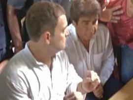सहारनपुर नहीं जा पाए राहुल, पुलिस की रोक के बाद बॉर्डर पर ही पीड़ितों से मिले