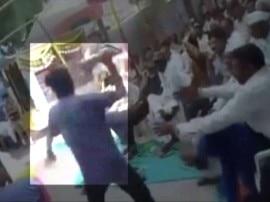 गुजरात: पाटीदार आंदोलनकारी ने केंद्रीय मंत्री पर उछाला जूता, गिरफ्तार