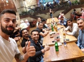 इंग्लैंड के रेस्टोरेंट से टीम इंडिया के साथ विराट कोहली की 'स्पेशल सेल्फी'
