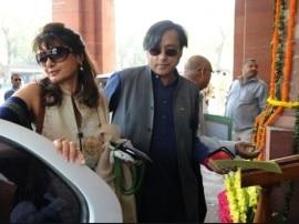 सुनंदा पुष्कर मामला: हाईकोर्ट ने कहा- तीन दिन के अंदर अपनी रिपोर्ट दाखिल करे दिल्ली पुलिस