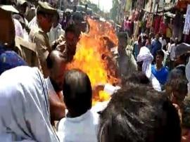 यूपी: मुगलसराय में सीएम-केंद्र सरकार का पुतला फूंकते समय बड़ा हादसा, आग से झुलसे 8 लोग