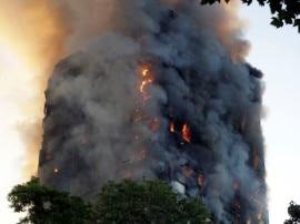 रोंगटे खड़े कर देगी लंदन की बिल्डिंग में आग की ये तस्वीरें, सबकुछ जलकर हुआ खाक