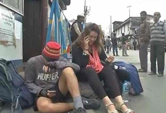 Darjeeling movement: Taxi service collapse, tourists face problems