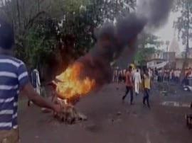 जमीन अधिग्रहण को लेकर ठाणे में किसानों का हिंसक प्रदर्शन, पुलिस की गाड़ियों में लगाई आग