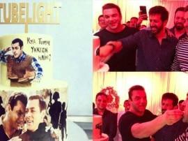 'ट्यूबलाइट' की रिलीज को सलमान खान और कबीर खान ने केक काटकर किया सेलिब्रेट, देखें तस्वीरें...