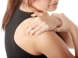 घंटों ऑफिस में बैठने से हुए कंधे के दर्द से क्या आप भी हैं परेशान?