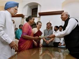राष्ट्रपति चुनाव के लिए मीरा कुमार ने भरा नामांकन, सोनिया-मनमोहन सहित कई बड़े नेता रहे मौजूद