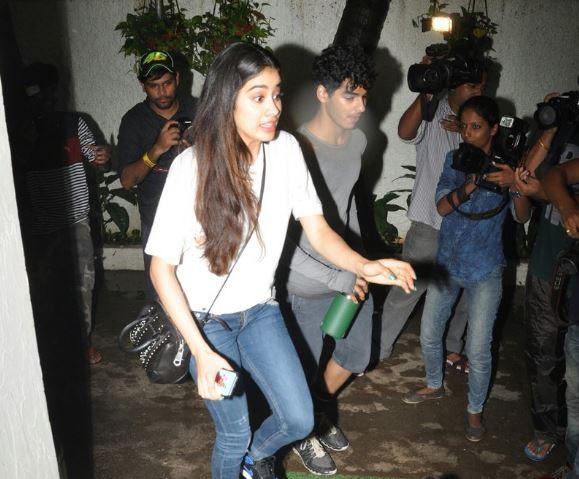 Jhanvi Kapoor and Ishaan Kapoor went for movie date