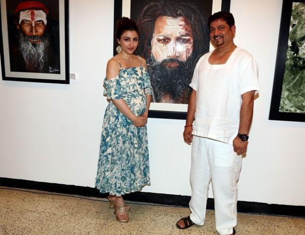 PREGNANT Soha Ali Khan flaunts her BABY BUMP looking stylish at an art exhibition!