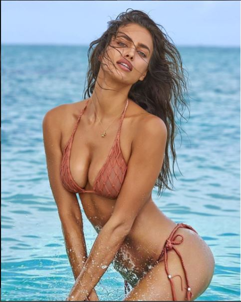 Return of the abs! Irina Shayk flashes her incredibly flat tummy in latest instagram Post