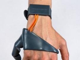 थर्ड थम्ब: 2 नहीं अब हाथ के 3 अंगूठे करेंगे आपका काम आसान!