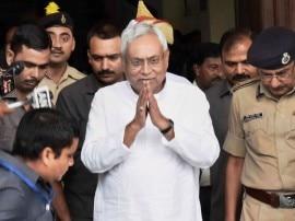 LIVE: सुबह 10 बजे होगा नीतीश का शपथ ग्रहण, BJP के साथ जाने पर JDU में फूट