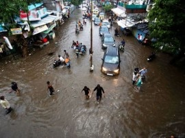 गुजरात में बाढ़ का कहर, MP, महाराष्ट्र सहित कई राज्यों में भी बारिश का अलर्ट